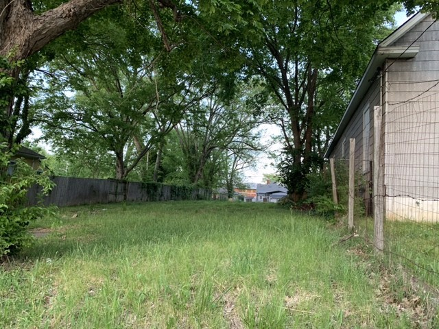 Unpaved lot in Nashville for your trucks